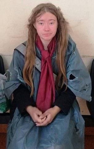 Misteri i Romës, një studente e pastrehë kthehet sërish të jetojë në Suedi me babanë e saj dhe dëshiron të kthehet në universitet.