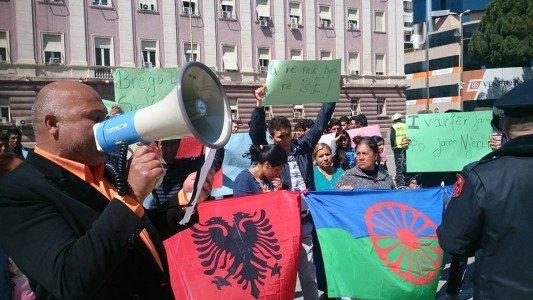 """Aktivistët rom dhe egjiptian/ Projektligji """"Për strehimin social"""" ka nevojë për përmirësime. Ti japim fund rasteve ku familjet zhvendosen pa pasur një proces sipas rregullave europiane."""