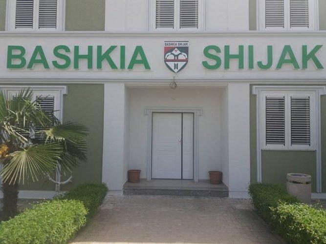 Shijak/ Apel banorët-Rrezikojmë të mbetemi në mes të katër rrugëve…