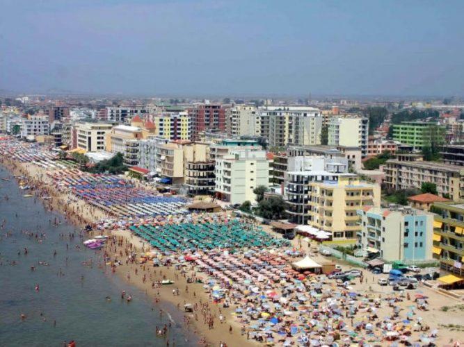 Deri atëherë përgjegjësia për sigurinë e jetës së pushuesve mbetet jetime teksa pushon buzë Adriatikut.