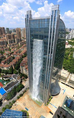 Kina ndërton ujëvarën më të gjatë në botë, mbi një kullë 108 metra të lartë