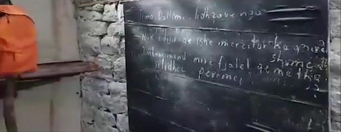 Mësuesit ndërtojnë shkollë të re për nxënësit në fshatin e Skraparit