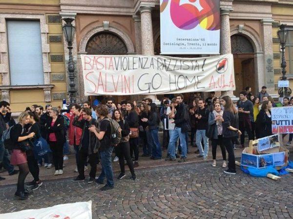 Studentët kundër Salvinit: Nuk mund të rrijnë duarkryq duke ditur se gati 200 persona bllokohen me ditë mbi një anije, sikur të ishin kafshë!