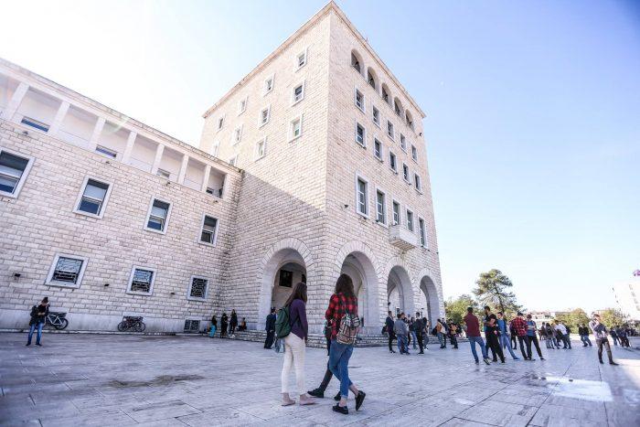 Vështirësitë e rrugës drejt arsimit për studentët Romë dhe Egjiptian.