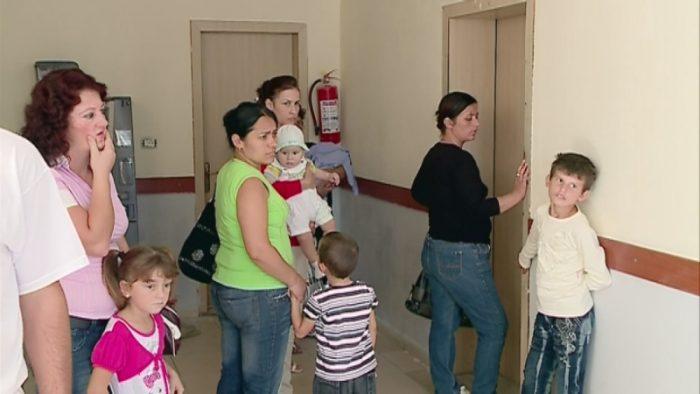 Qendrat Shëndetësore pushojnë të dielave, radhë në urgjencën e Pediatrisë