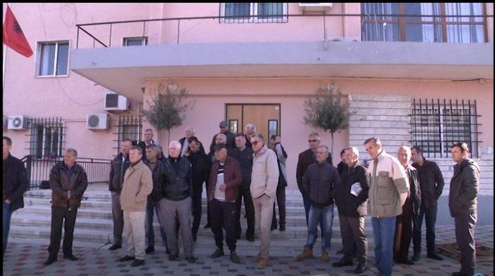 Selenicë / Punëtorët e ujësjellësit në protestë , 8 muaj pa marrë rrogat…