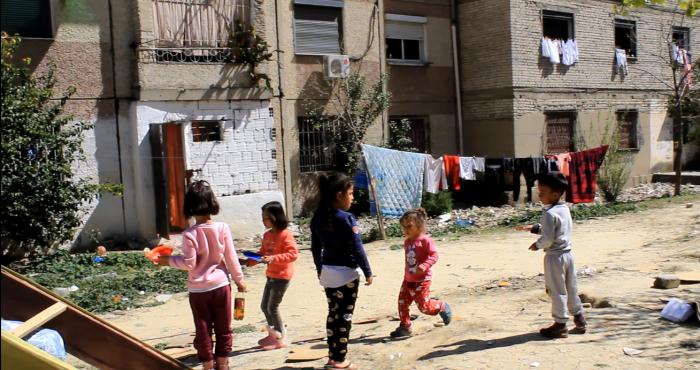 A e meritojnë çerdhen dhe kopshtin fëmijët romë? Bashkia mendon se jo