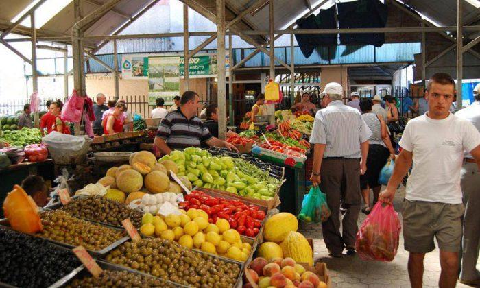 Durrës : Tregu i fruta perimeve jashtë vëmendjes së pushtetit vendor