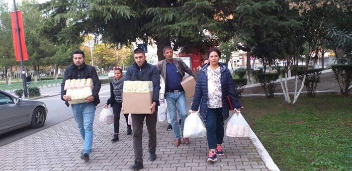Elbasan: Aktivistët e LRER-së së dhe familjarë të komunitetit Rom dhe Egjiptian bashkohen në aktin humanitar për familjet e prekura nga tërmeti