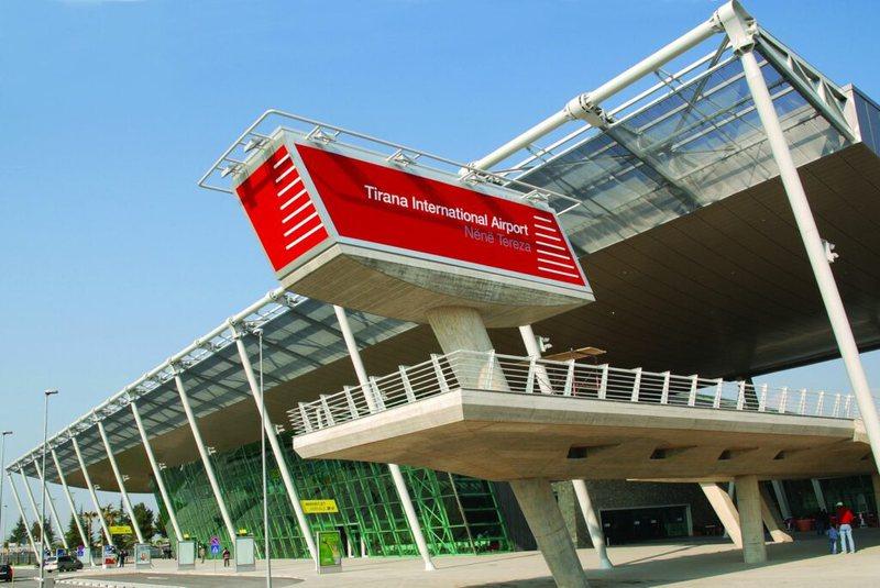 Alarm për bombë në Aeroportin e Rinasit/ Bie sistemi i alarmit, evakuuohen të gjithë punonjësit dhe qytetarët
