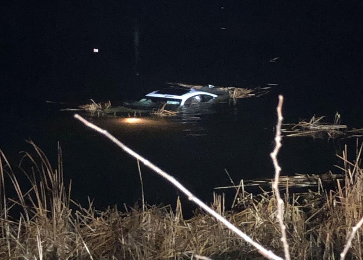 Aksident i rëndë në Gjirokastër, makina bie në lumë, dy të plagosur ende brenda mjetit
