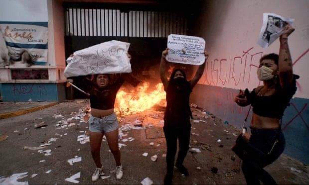 Policia e Meksikës hap zjarr në protestën kundër femicidit