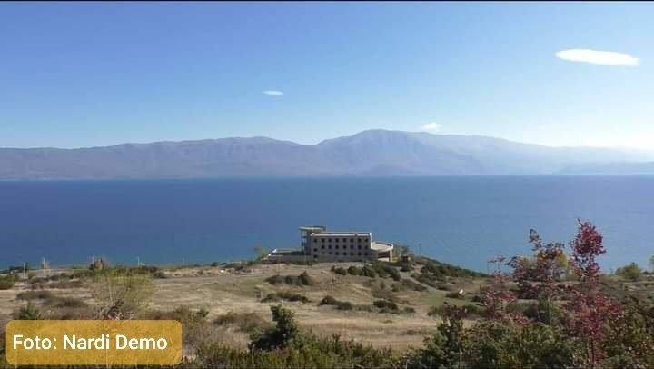 Ndodh për herë të parë në Shqipëri, të moshuarit burg të veçantë me pamje nga liqeni