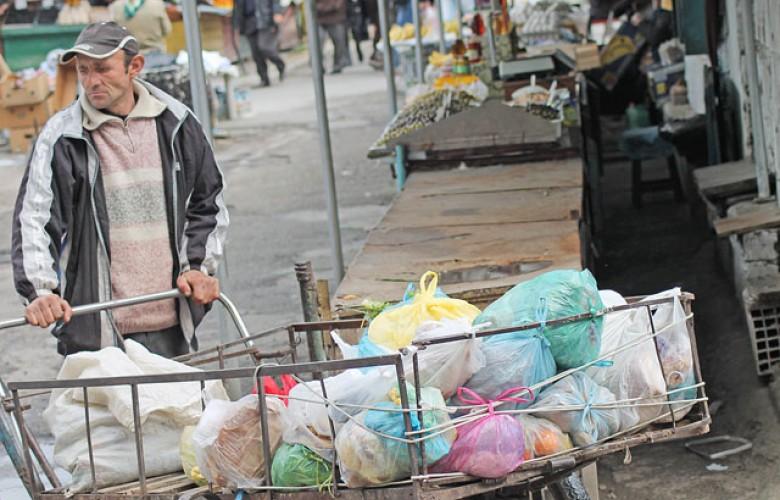 Banka Borërore – Shqipëria si Afrika   60% e popullsisë së varfër vuajnë për bukë