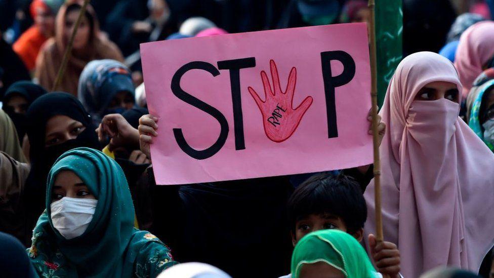 Gjykata në Pakistan nxjerr jashtë ligjit 'testet e virgjërisë' për viktimat e përdhunimit