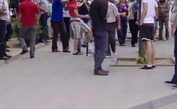 Sherr i madh mes të rinjve në mes të Elbasanit dyshohet se ka të plagosur