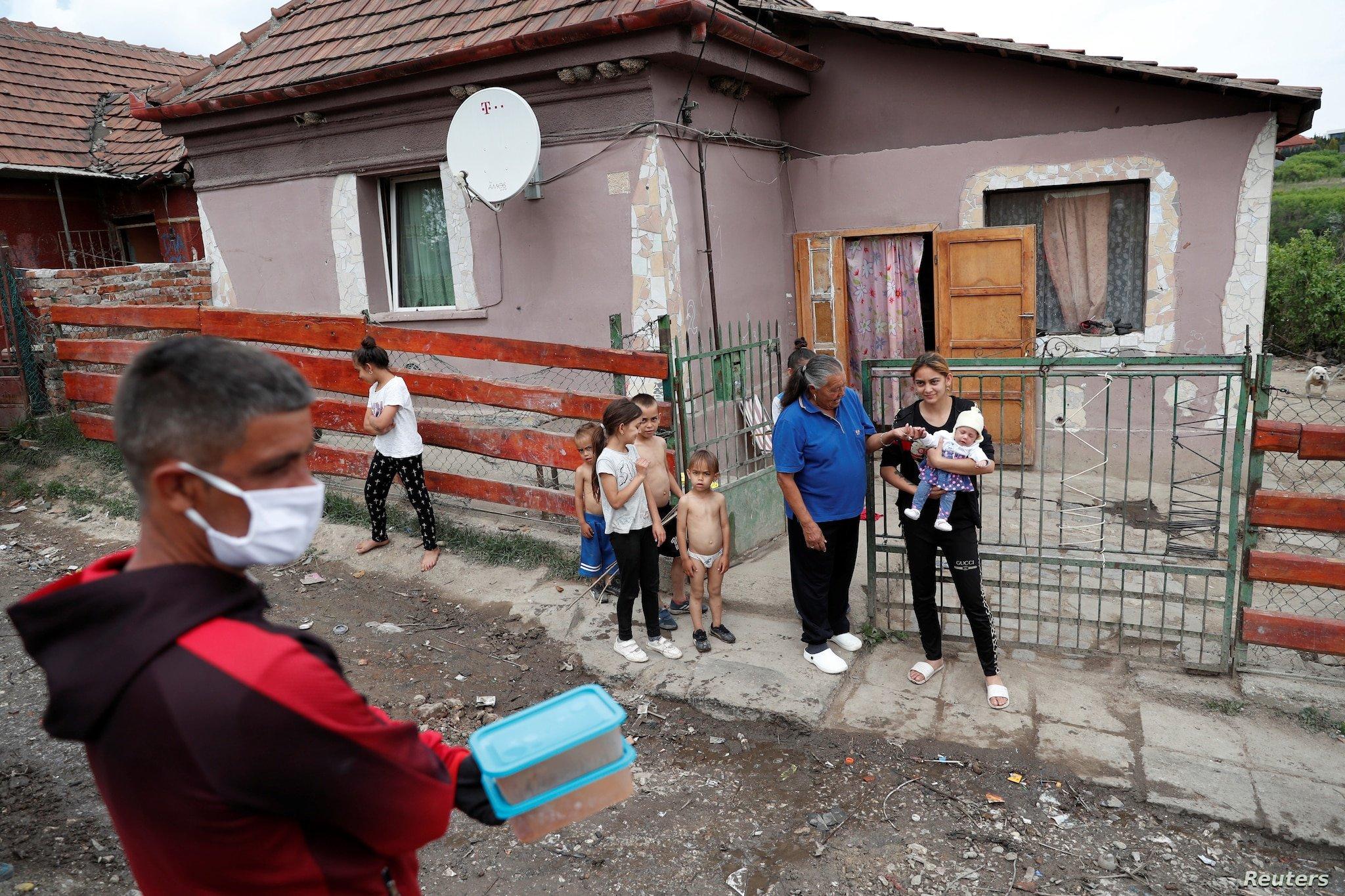 Po biem si mizat': Histori tronditëse të vuajtjeve dhe vdekjeve, komuniteti rom lutet për ndihmë ndaj pandemisë në Hungari