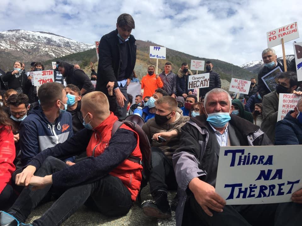 """""""Thirra Thërret""""/ Protestë kundër ndërtimit të HEC-it në Mirditë- Arrestohen aktivistë dhe qytetarë"""