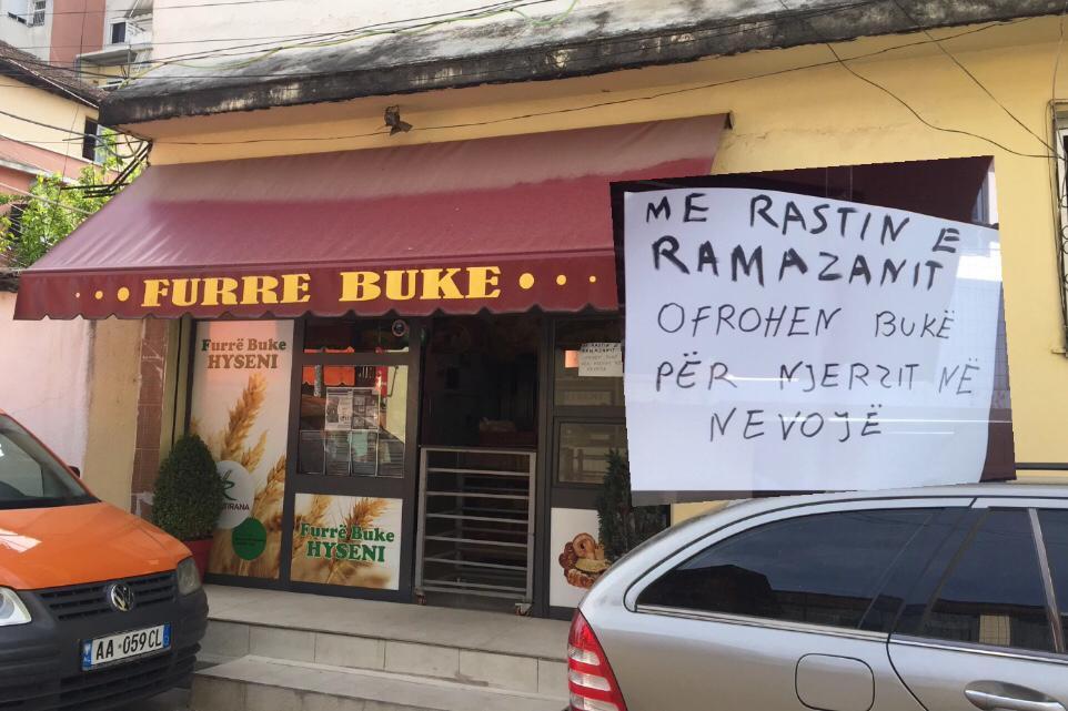 Gjatë muajit të Ramazanit ofrohen bukë falas për njerëzit në nevojë