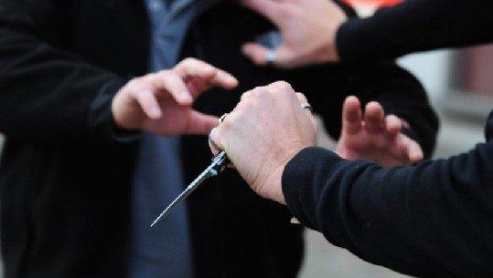 Konflikt dhe plagosje me thikë në Shkozë