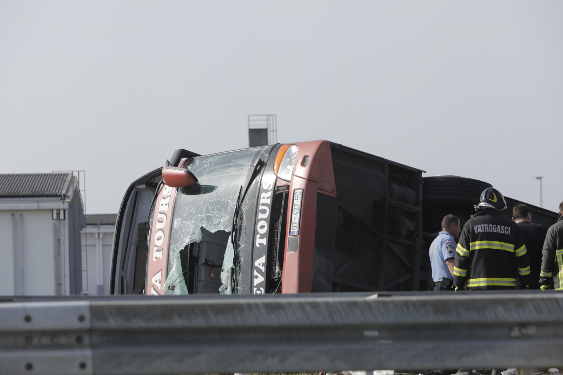 Tragjedia – përmbyeset autobuzi. Humbasin jetën 10 kosovarë