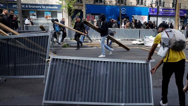 Vaksinimi i detyrueshëm, shpërthejnë protestat në Greqi e Francë
