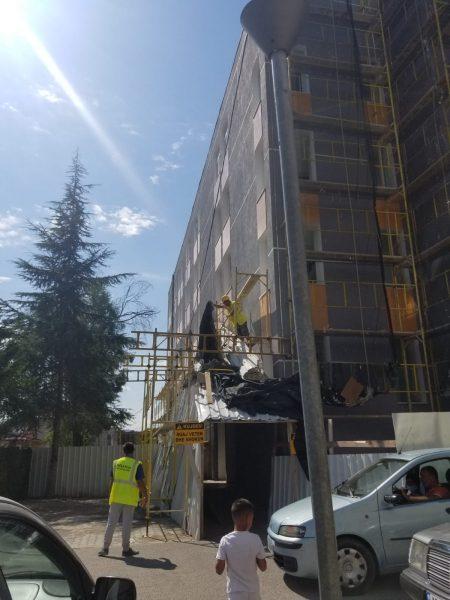 Pedriatia Elbasan/ Fëmijët e sëmurë mjekohen në godinën duke u rikonstruktuar